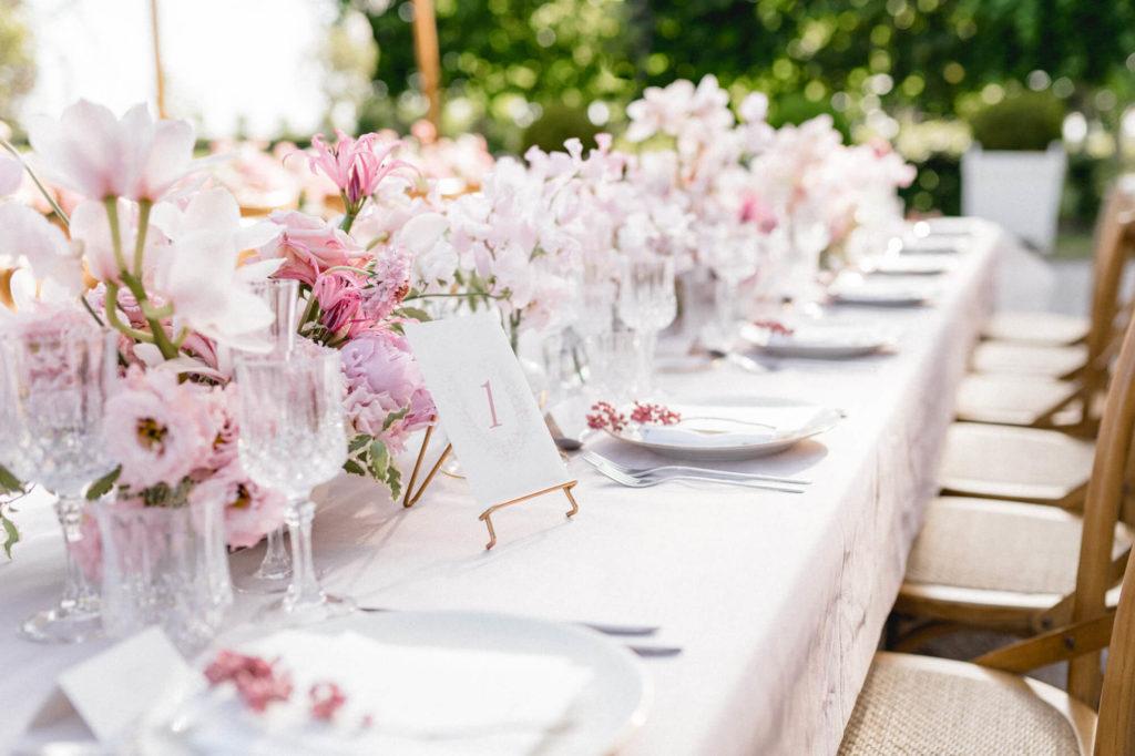 Décoration d'une table de mariage en Provence